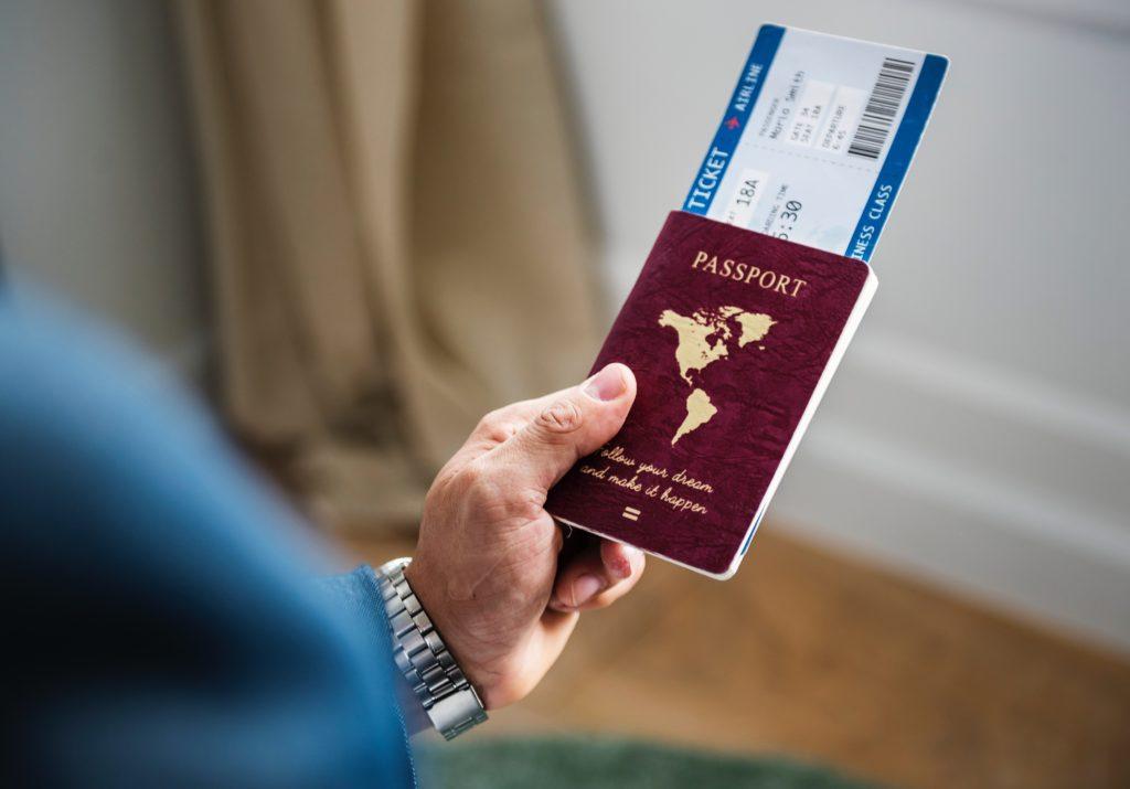 diese dokumente gehören auf deine reisecheckliste